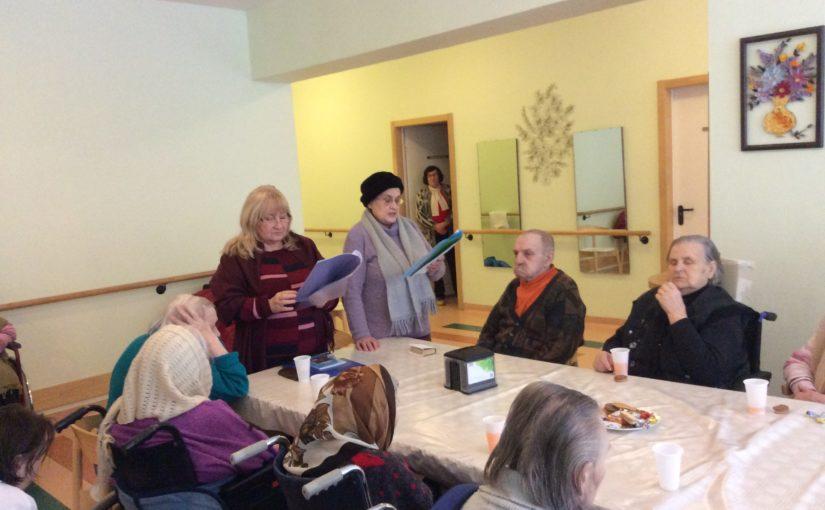 Чтение Благодарственного Акафиста Слава Богу за всё в доме престарелых «Сеневита»