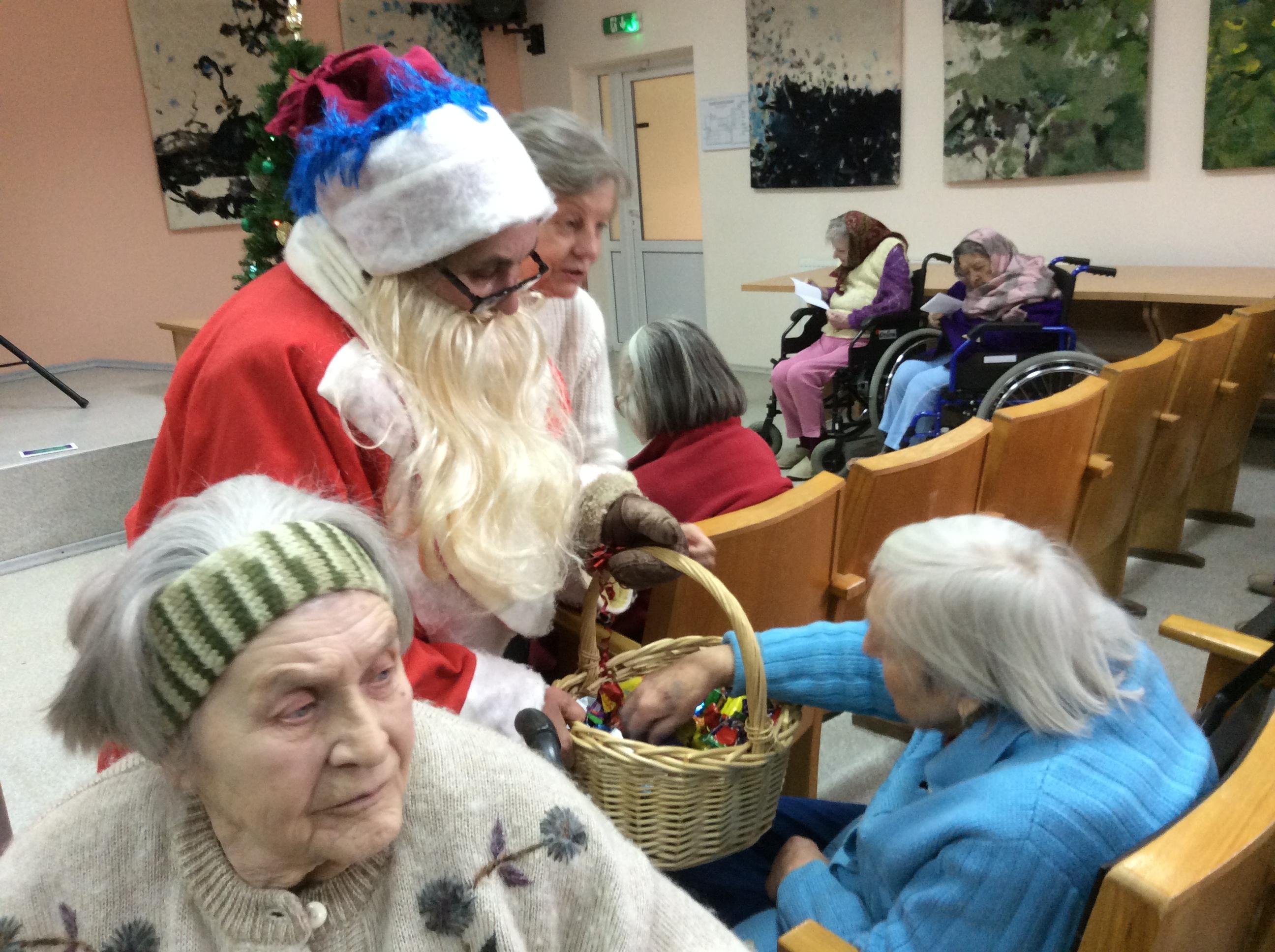 Поздравление в доме престарелых с рождеством