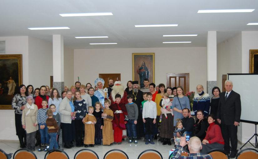 Рождественский спектакль для добровольцев социального служения Свято-Духова монастыря