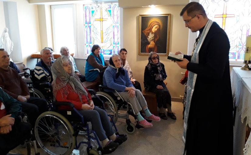 Молебен в доме престарелых в Антавиляй