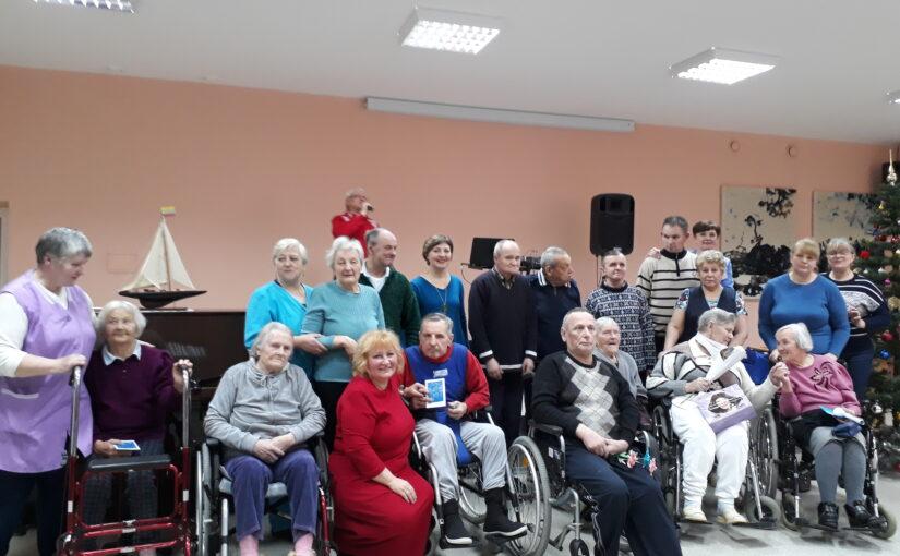 Праздничный концерт в доме престарелых в Антавиляй