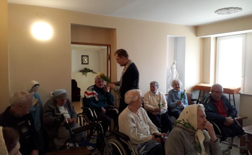 Обедница в доме престарелых в Антавиляй