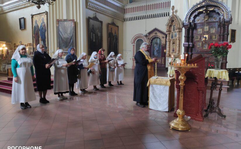 Молебен для сестер милосердия в Пречистенском соборе